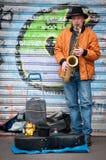 Saxofonista de la calle imagen de archivo