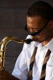 Saxofonista de los jóvenes de la cadera Imagen de archivo