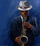 Saxofonista que toca el saxofón en un fondo azul Imagenes de archivo