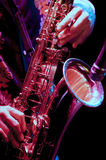 Saxofonspelare i levande kapacitet Royaltyfria Foton