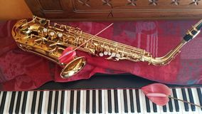Saxofoon en de pianomuziek royalty-vrije stock foto
