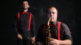 Saxofoon en trompetters uitstekende retro stijl stock videobeelden