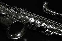 Saxofoon op zwarte Royalty-vrije Stock Fotografie