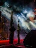 Saxofoon over rokend stadium 1 Stock Afbeeldingen