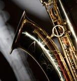 Saxophon mit Schatten Stockfotos