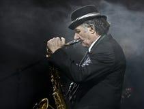 Saxophon-Spieler an der Wien-Kugel Lizenzfreie Stockfotos