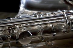 Saxophon und alte Blattmusik Lizenzfreie Stockfotos