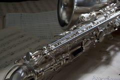 Saxophon und alte Blattmusik Lizenzfreie Stockfotografie
