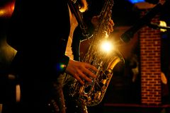 saxophone παιχνιδιού στοκ εικόνα με δικαίωμα ελεύθερης χρήσης