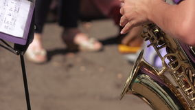 saxophone παιχνιδιού κοριτσιών φιλμ μικρού μήκους