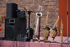 Saxophone nebeneinander Stockfotografie