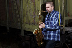 Saxophone player outdoors Royalty Free Stock Photos