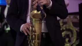Saxophonist στο κόμμα απόθεμα βίντεο
