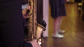 Saxophonist στο κόμμα φιλμ μικρού μήκους