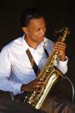 Saxophoniste de jeunes de gratte-cul Images stock