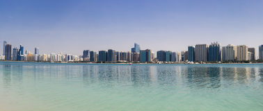 Saylight Abu Dhabi Skyline mit Wolkenkratzern Stockfoto