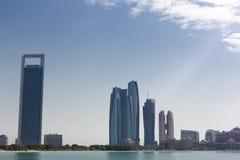Saylight Abu Dhabi Skyline mit Wolkenkratzern Stockbild