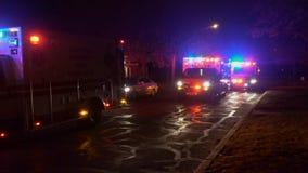 Sayreville NJ Etats-Unis LE 23 DÉCEMBRE 2018 : une ambulance clignote ses lumières pendant l'a après tempête clips vidéos