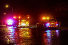 Sayreville NJ, USA - Apryl 01, 2017 Löschfahrzeuge nachts reagierend auf einen Anruf Lizenzfreie Stockfotos