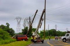 Sayreville NJ usa - Jujy 02, 2018: Kraksy samochodowe w elektrycznego filar po wypadku samochodowego Zdjęcie Stock