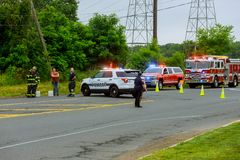 Sayreville NJ usa - Jujy 02, 2018: Samochody policyjni zaświecają ulicę po kraksy samochodowej Selekcyjnej ostrości Zdjęcie Stock