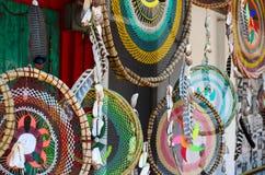 SAYULITA, MÉXICO, O 28 DE MAIO DE 2016: dreamcathers twigged feitos à mão Imagens de Stock
