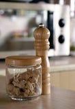 Sazone la coctelera y el jengibre con pimienta Imágenes de archivo libres de regalías