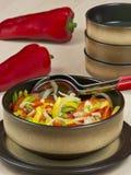 sazone la comida con pimienta vegetariana sin procesar Fotos de archivo