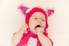 Sbadigli del neonato Immagini Stock