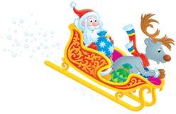 Sbalzo della renna e del Babbo Natale nella slitta Fotografia Stock