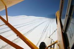 Sbarcando sulla neve Fotografia Stock