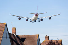 Sbarchi atlantici del Virgin del Airbus A340 a Heathrow Fotografia Stock