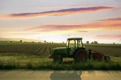 Sbarco e trattore arati Fotografia Stock