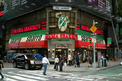 Den Broadway gatan tränga någon New York City Arkivbilder
