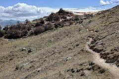 Sbattimento tibetano delle bandiere di preghiera nel vento Immagini Stock