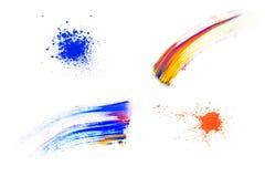 Sbavatura astratta fatta del pigmento multicolore, isolato su bianco Ombretto luminoso misto Polvere colorata naturale immagine stock libera da diritti