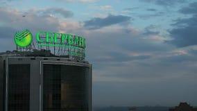 Sberbank有启发性牌在多云晚上天空背景的  影视素材