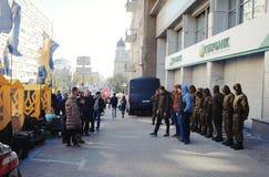 Sberbank Войска стоят предохранитель против протестующих Стоковая Фотография RF