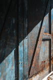 Sbiadire pittura blu, porta di legno Immagini Stock Libere da Diritti