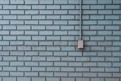 Sbocco del metallo su Aqua Painted Bricks immagine stock libera da diritti