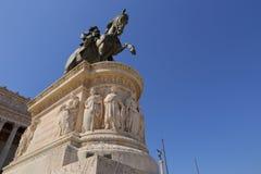 SBronze rid- staty av Vittorio Emanuele från Vittoriano det monumentala altaret i Rome Royaltyfria Foton