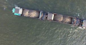 Scène aérienne supérieure de bateau sur le fleuve Chao Phraya banque de vidéos