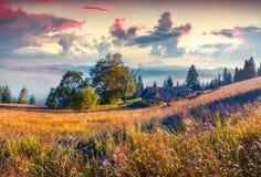 Scène colorée de matin dans les montagnes Photo libre de droits