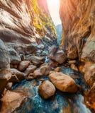 Scène colorée de ressort à l'intérieur de canyon de Goynuk Photo stock