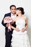 Scène d'amour asiatique de marié de jeune mariée Photo libre de droits