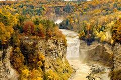 Scène d'automne des cascades et de la gorge Images stock