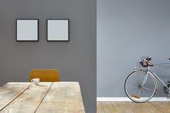 Scène d'expresso sur la table en bois dans le grenier réduit de vintage avec le vélo images stock