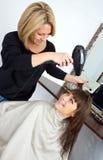 Scène dans le salon de cheveu Photos libres de droits