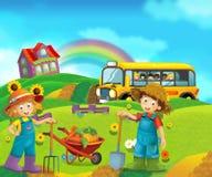 Scène de bande dessinée avec des enfants à la ferme ayant l'amusement et l'autobus scolaire Photographie stock