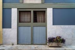 Scène de beau fond urbain de façade de bâtiment dans la pierre de marbre grise en pastel de couleur de peinture, blanche et le po Images libres de droits